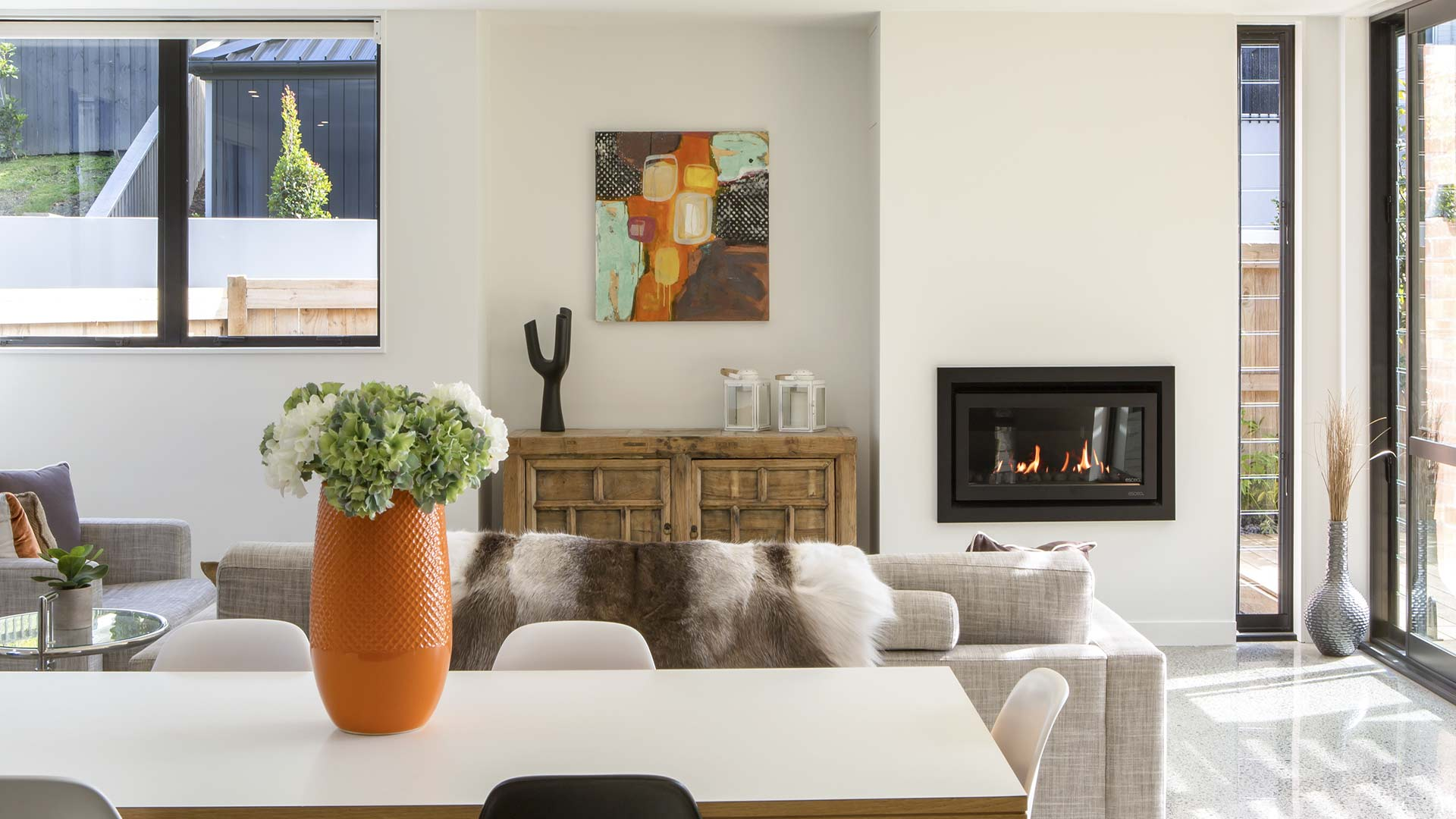 White wall with DL850 gas fireplace